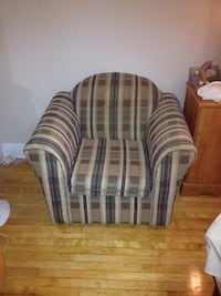 gray and black fabric sofa chair Westmount, H3Z 2G3