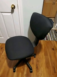 Office chair. Adjustable. 5 wheel.