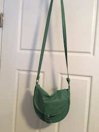 Seafoot green shoulder strap purse  Kelowna, V1Y 4J1