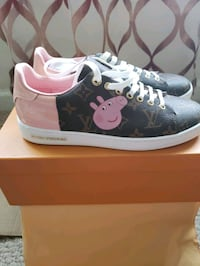 Women peppa pig  sneakers  66 km