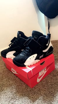 Pair of black-and-white nike basketball shoes Clarksville, 37042