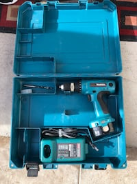 Makita cordless 14v Drill battery charger and case