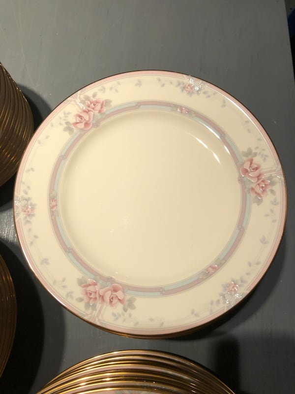 Nortake bone china magnificence, 14 place settings c33f8e4c-86ae-41ee-93de-7e8ad9a6640f