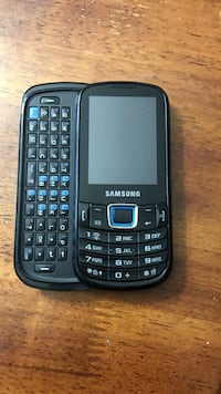 Telus Samsung old school phone still works  Sherwood Park, T8H 0C2