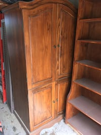 Brown wooden cabinet with shelf St Catharines, L2R 6G6