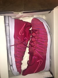 pair of red Nike low-top sneakers with box Burtonsville, 20866