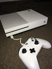White xbox one console with controller San Antonio, 78219