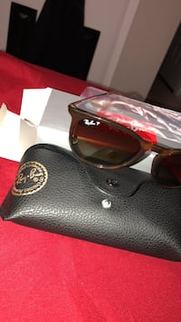 black Ray-Ban wayfarer sunglasses with case Alexandria, 22306