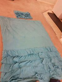 Twin size comforter with pillow case for girls too Milton, L9T 7R1