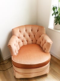 Dirty blush, velvety arm chair, super comfy, has wheels