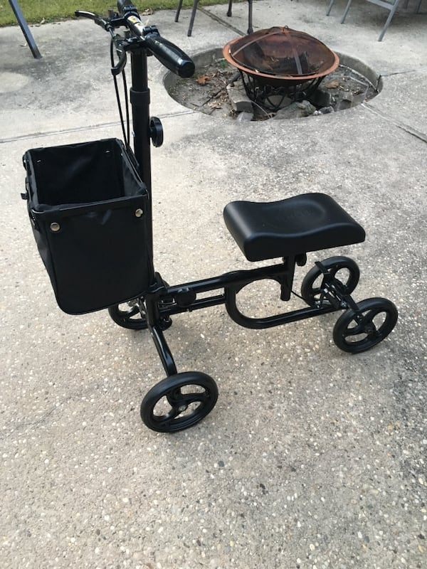 Mobility knee scooter  130316d2-618d-445c-9736-ac004f1d622f