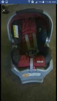 baby's black and red car seat carrier Springfield, 22150