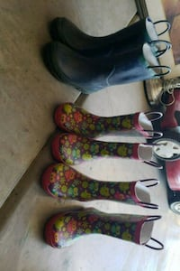 three pairs of assorted shoes Los Banos, 93635