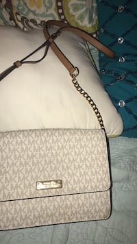 white and gray Michael Kors leather tote bag Bolingbrook, 60440