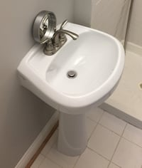 Beautiful free stand sink for only 75$ Hyattsville, 20782