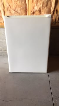 2.7cu ft. Compact refrigerator. Brand new condition.  Clean - clean - clean.... null