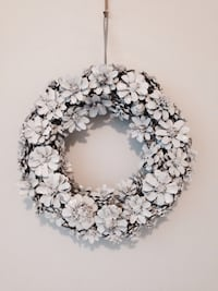 Handcrafted white pine comb flower wreath Mississauga, L5J 1V8