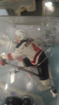 NHL figurine with opposite Jersey
