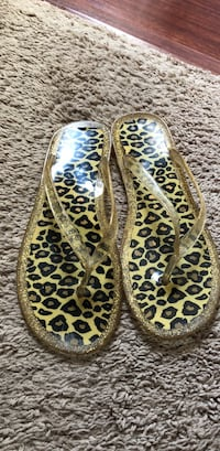 Pair of jelly cheetah flip slips size 7 . Barely worn Roswell, 88203