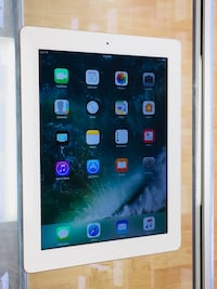 iPad 4 32gb, White color.  Excellent condition.  Charger included.   Cash only. Price firm 220   SF, 94118