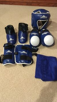 Blue and white sparing gear set