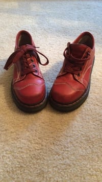 pair of red leather shoes Arlington, 76002