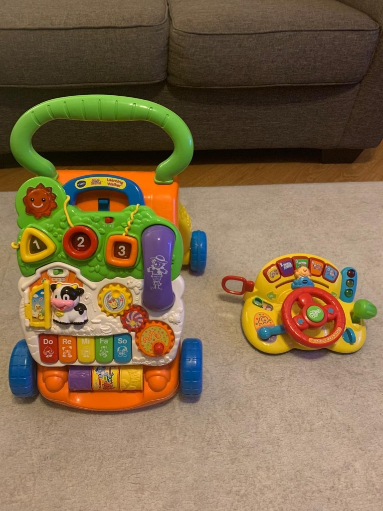 Photo VTech Sit-to-Stand Learning Walker and Vtech Driving Car Toy
