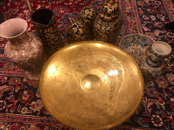 Round gold ceramic plate with other beautiful pieces