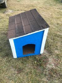 "35x25x30"" high dog house  Edmonton, T6L 4P9"