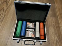 Poker chips set with metal carrying case Toronto, M2J 0E1