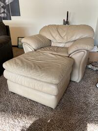 Comfortable Leather Chair w/ Footrest Omaha, 68117