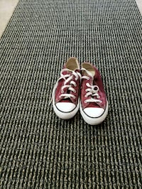 pair of red Converse low-top sneakers Modesto, 95358
