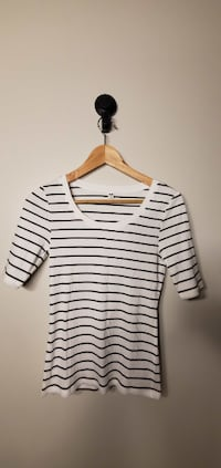 UNIQLO Women`s Sweater Size S 4pcs New Westminster