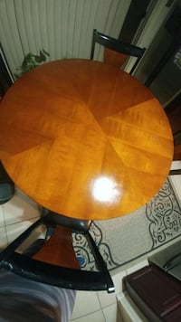 Dining table and chairs  Mesa, 85202