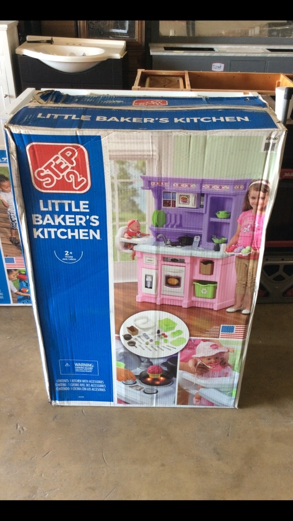 Step2 Little Bakers Kitchen With 30 Piece Accessory Set ( New, In Box)
