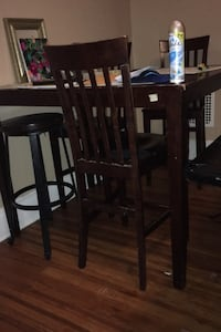 49 inch Dinning Table with x4 chairs.. 39 inch tall