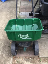 green and black Scotts seed spreader Vienna, 22180