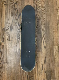 Skateboard with long board wheels
