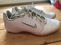 Pair of white nike cheer shoes Ortonville, 48462