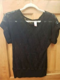 women's black floral embroidered scoop-neck shirt Mountain City, 37683