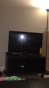 "Black flat screen tv (""34) with black wood tv table, it doesn't come with a remote control"