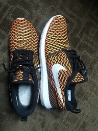 SIZE 11 MENS Gently used Nike's, no insoles Surrey, V3T