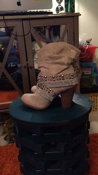 Ladies size 8.5 Not RAted boots