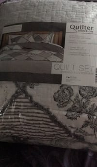 King size quilt- brand new, never used. Comes with 2 pillow shams New Tecumseth, L9R 1M2