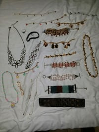 LOT of Vintage Jewelry - 21 Pieces (mostly Avon) Rosedale, 21237