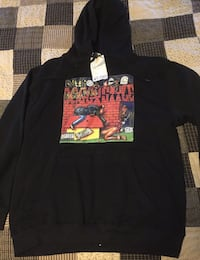 Men's XL Snoop Dogg sweater  571 km