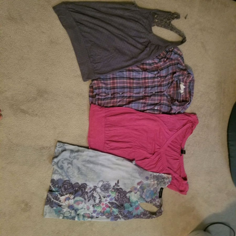 4 small womens tops