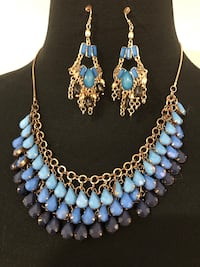 Necklace and dangle earrings set Keswick, L4P 3P2