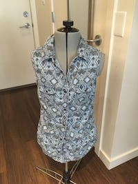 H&m top - size 4 Vancouver, V5R 0B2