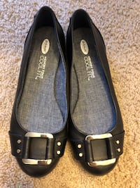 Woman's flat shoes size 7